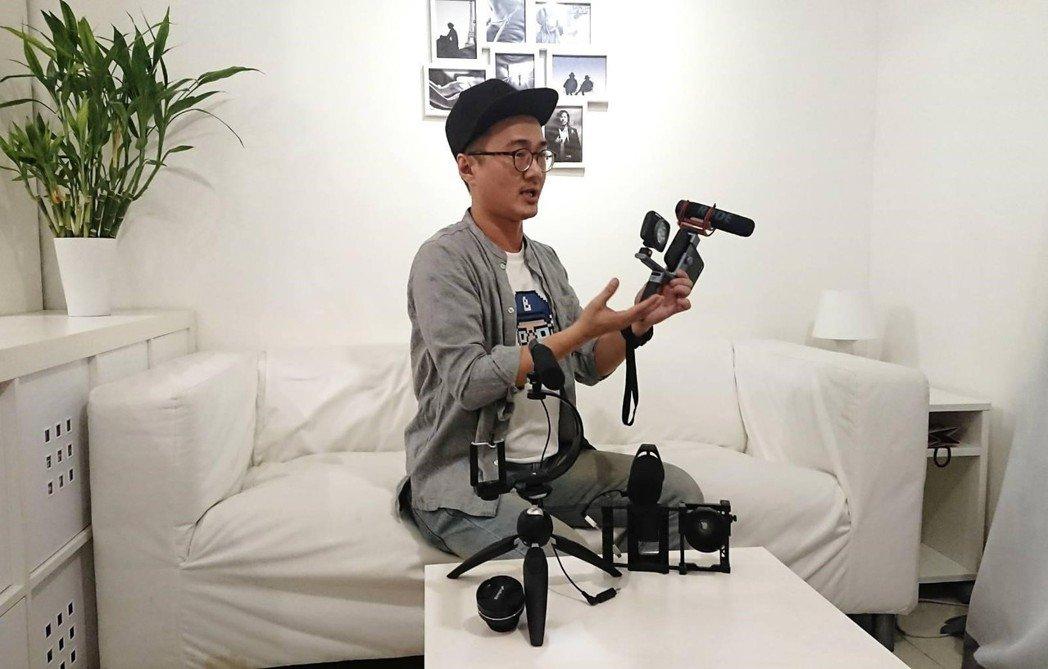 貝克導演進行專業解說,手機拍攝器材的運用與示範。